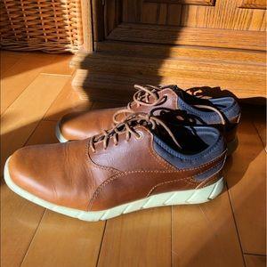 Dress shoe style sneaker